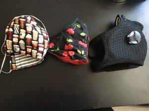 Zwei selbstgenähte Masken und eine gekaufte PM2.5